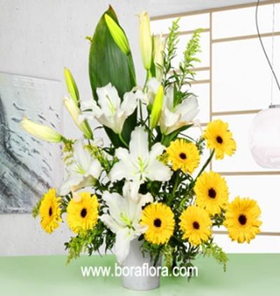 Bora Flora Lilyum ve Gerberalardan Şık Aranjman